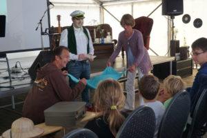 Geschichtenerzähler Marco Ansing hält das Publikum auf Trab